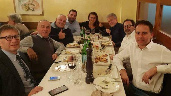 Un momento della cena che si è svolta in un ristorante nel centro di Firenze
