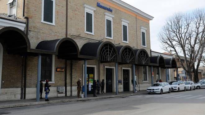 La stazione dei treni di Macerata (foto d'archivio)