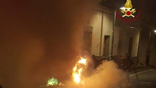 Auto a fuoco nella notte