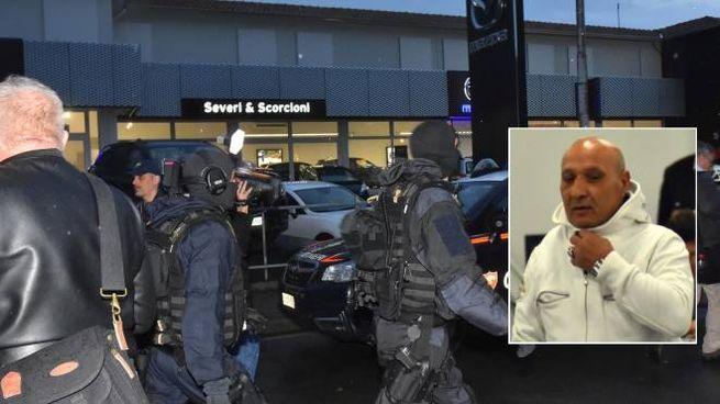 I reparti speciali lasciano Reggio dopo la resa dell'attentatore (foto Artioli)