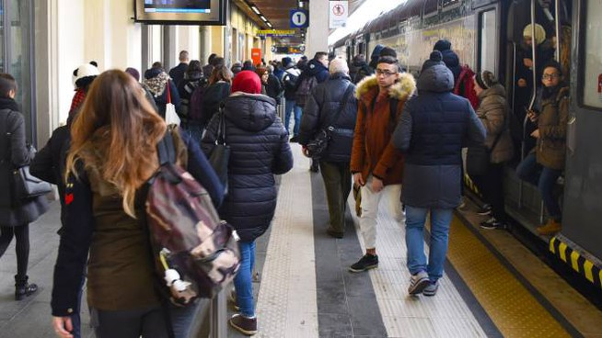Un inizio di settimana di passione per i pendolari