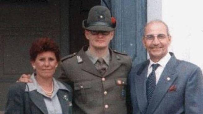 Roberto Garro tra la mamma Anna Cremona e papà Angelo
