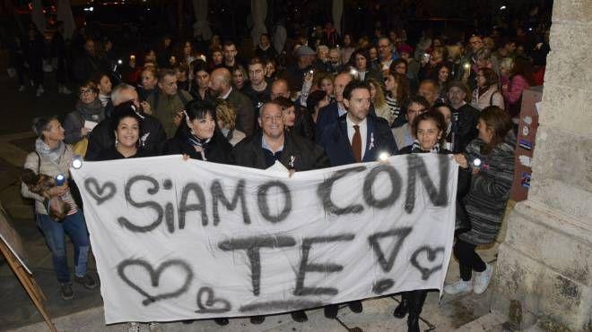La manifestazione contro la violenza (foto Aprili)
