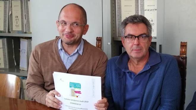 Andrea Zambrini, a sinistra, con il sindaco Castelli
