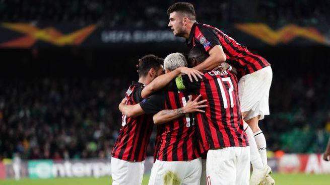 Il Milan esulta dopo il gol di Suso