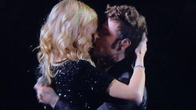 X Factor 2018, il bacio tra Chiara Ferragni e Fedez (Instagram)