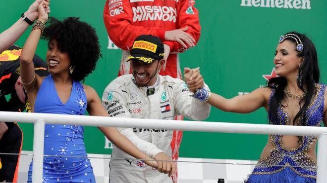 Festa a ritmo di samba sul podio per Hamilton (Ansa)