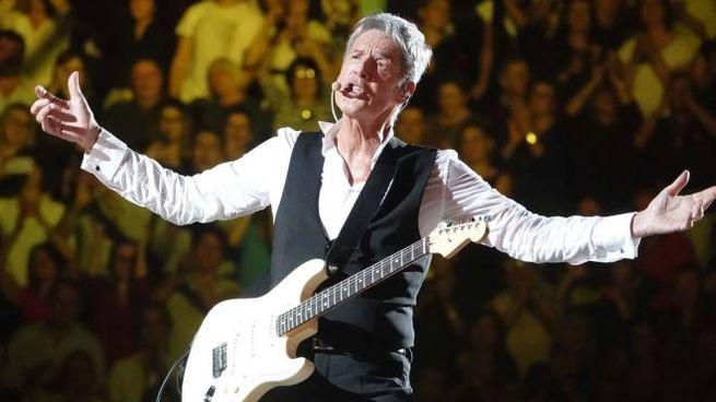 Claudio Baglioni in concerto a Bologna (Pressphoto)