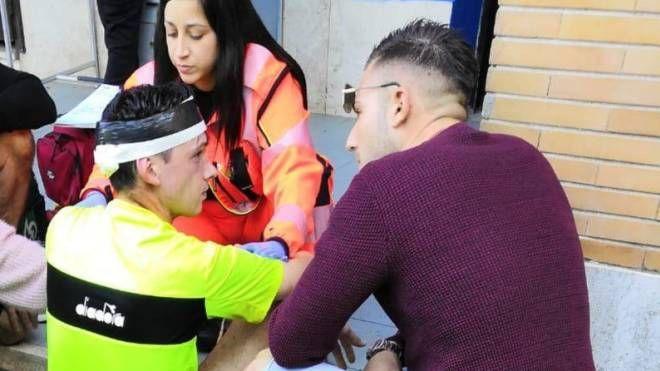 L'arbitro Riccardo Bernardini dopo essere stato soccorso dal 118