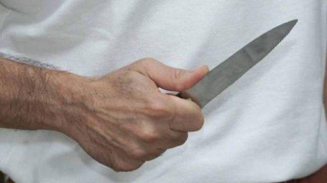 Minaccia col coltello (immagine di repertorio)