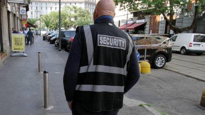 Una guardia giurata è stata aggredita e malmenata a Lido durante l'orario di lavoro