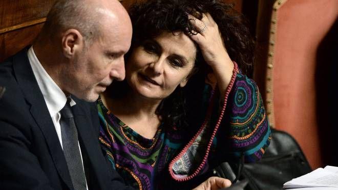 Gregorio De Falco e Paola Nugnes (LaPresse)