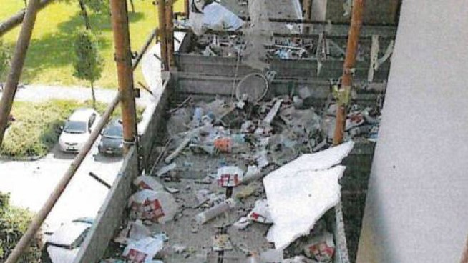 Impalcature usate per gettare i rifiuti