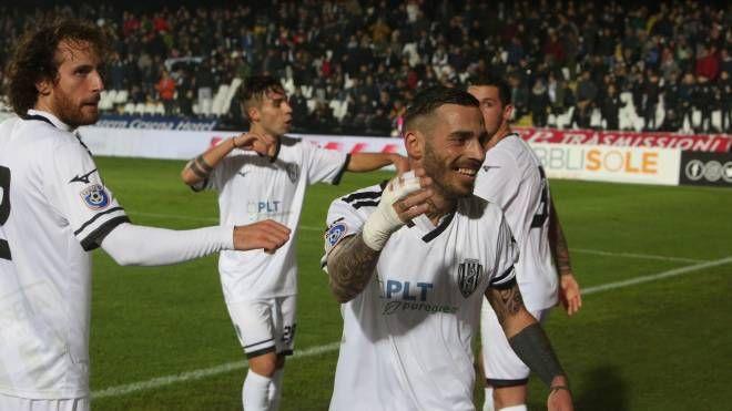 Cesena-Savignanese, l'esultanza di Alessandro dopo il gol (Foto Ravaglia)