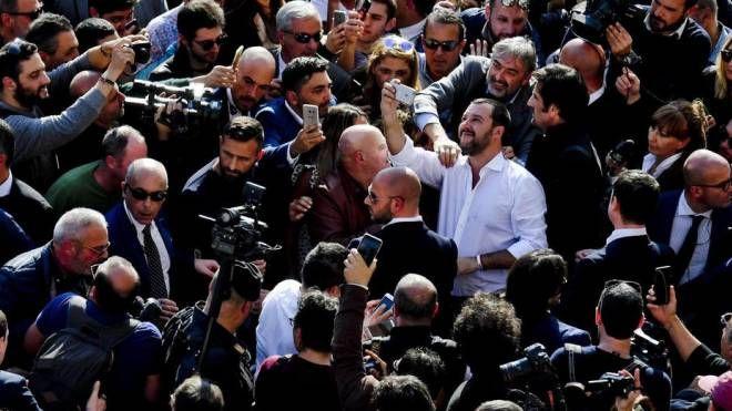 Salvini a Napoli: un mare di selfie col ministro dell'Interno (Ansa)