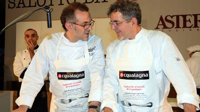 Gli chef Massimo Bottura e Mauro Uliassi (Ansa)