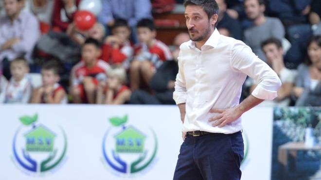 Gianmarco Pozzecco, 42 anni, ormai ex coach della Cimberio (Ciamillo)