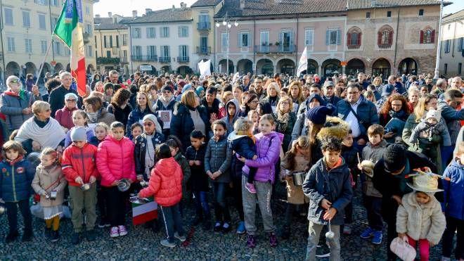 Il flash mob in piazza della Vittoria