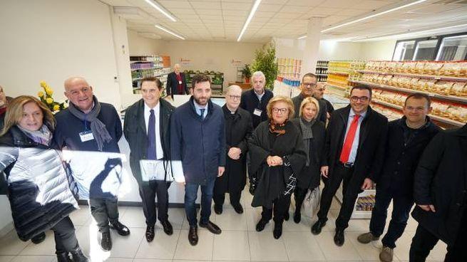 L'inaugurazione dell'emporio della solidarietà (Foto Castellani)
