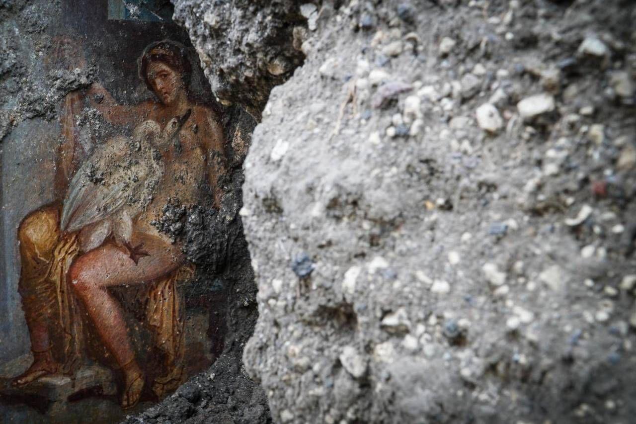 Pompei, scoperta 'a luci rosse'. L'amore passionale tra Leda e il cigno