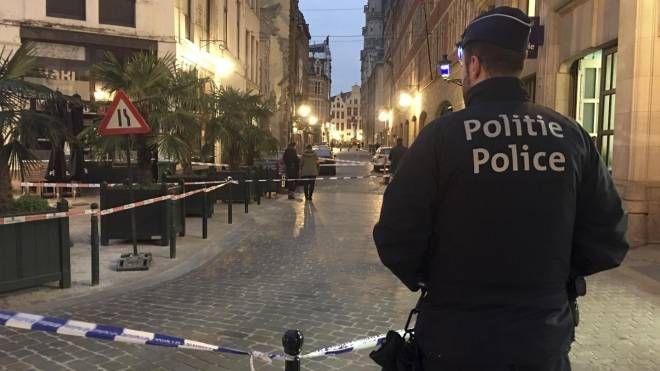 Poliziotto accoltellato a Bruxelles (Ansa)