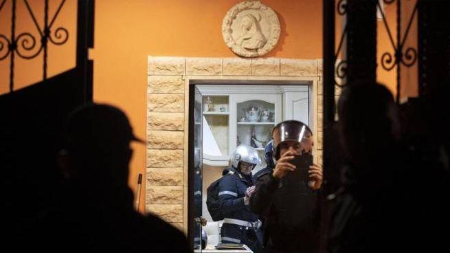 Roma, blitz per abbattere 8 villette dei Casamonica. Raggi: