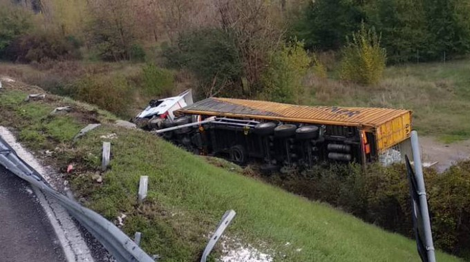 Bologna accident today, trucks loaded with ethanol from the