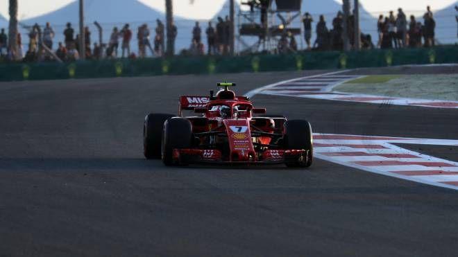 La Ferrari di Raikkonen in pista ad Abu Dhabi (LaPresse)