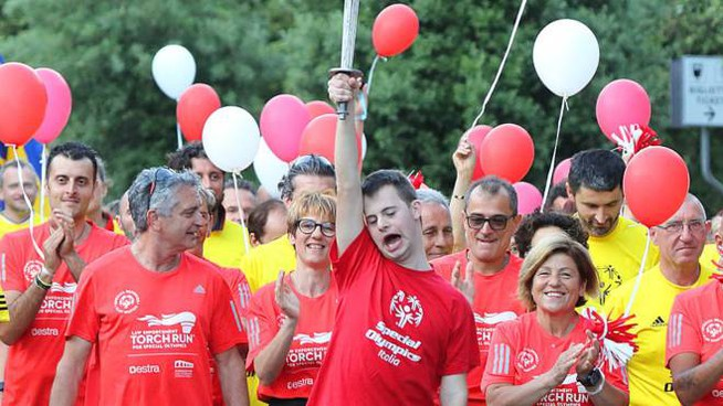 Un momento della sfilata della cerimonia inaugurale degli Special Olympics in viale Verdi (Foto Goiorani)