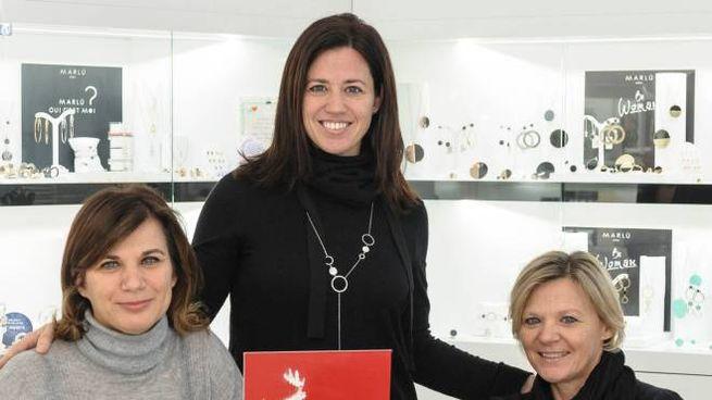 Morena, Monica e Marta Fabbri: 17 anni fa la prima collezione  del brand sammarinese. A destra con Alessio Boni e sotto con  Elio