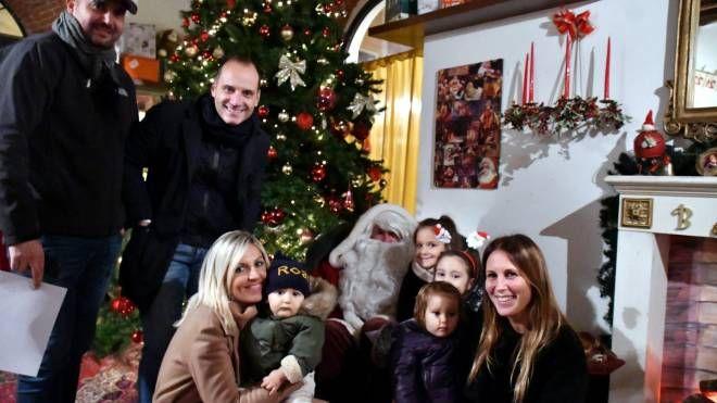 Casa Di Babbo Natale Reggio Emilia.Bimbi In Festa A Massa Per La Casa Di Babbo Natale Cronaca