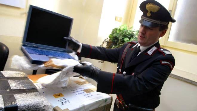 Un carabiniere anti truffe on line