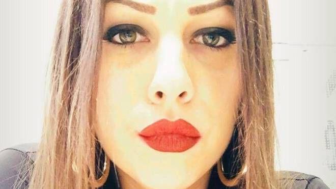 Un anno fa, Irene Finotti, 30 anni, originaria di Porto Tolle ha però reagito ai bulli della rete, e, grazie all'aiuto della giornalista e blogger Selvaggia Lucarelli è riuscita ad uscire dalla trappola in cui era caduta. Ora lavora nel campo della ristorazione: «Per adesso va bene così»