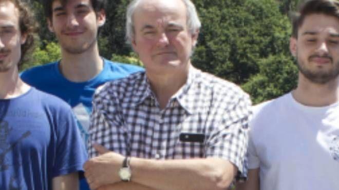 Il professore Luca Banfi con alcuni dei suoi studenti