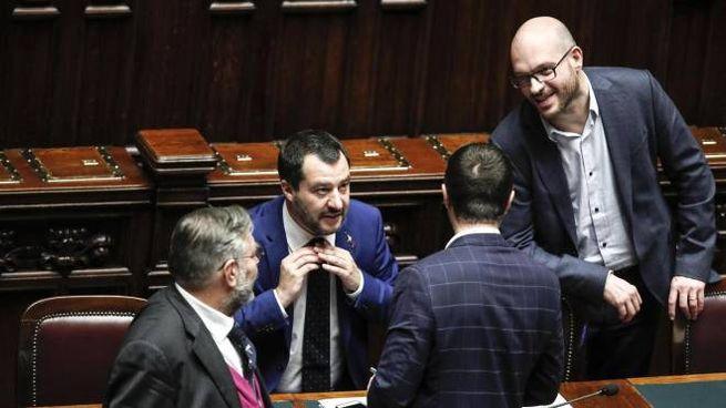 Il vicepremier Salvini insieme al ministro Fontana alla Camera (Ansa)