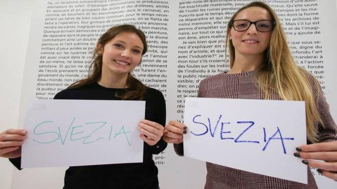 Due studentesse milanesi che hanno partecipato alla selezione per lavorare in Svezia