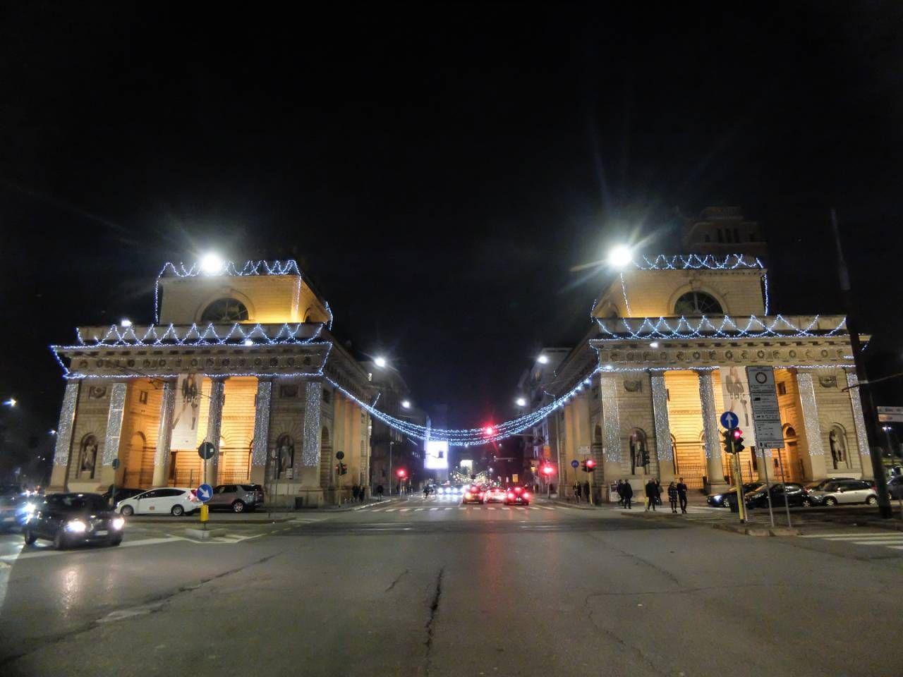 Natale, accese le tradizionali luminarie di Porta Venezia / FOTO