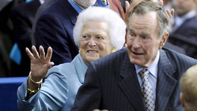 George Bush Senior e la moglie Barbara nel 2008 (Ansa)
