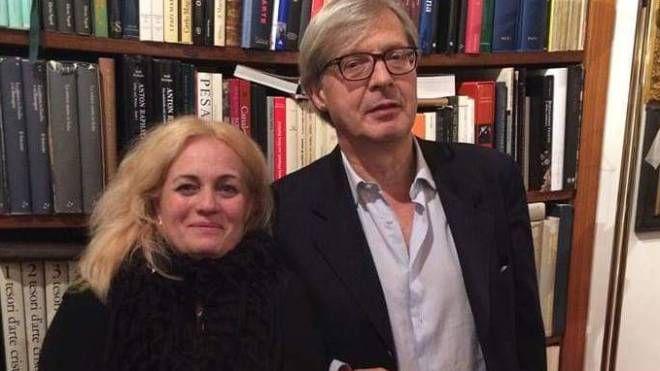 Marta Massaioli insieme a Vittorio Sgarbi.  L'operazione ha portato al sequestro di 250 opere considerate contraffatte