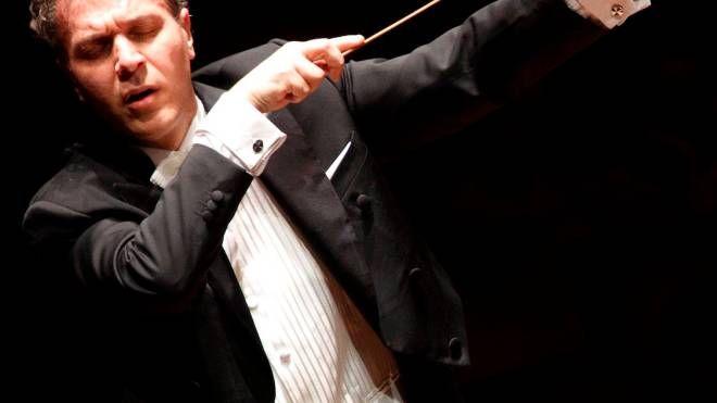 Il Maestro Luigi Piovano dirige l'Orchestra Filarmonica Machigiana il 14 dicembre