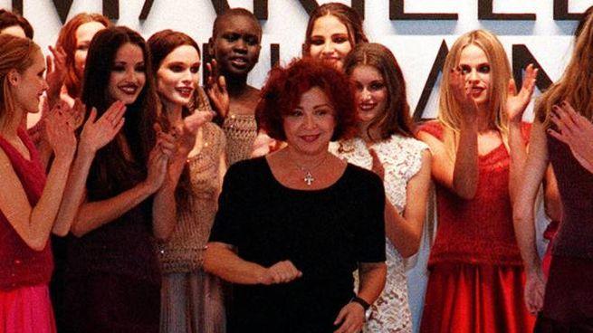 Models applaude Italian designer Mariella Burani at the end of her Fall-Winter fashion collection in Milan Sunday, February 28 1999.   (AP Photo/Antonio Calanni)