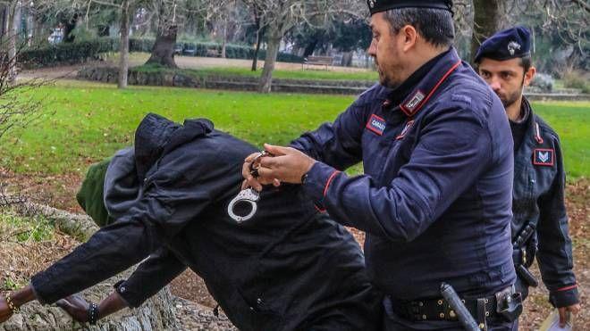 L'arresto di uno spacciatore (foto d'archivio)