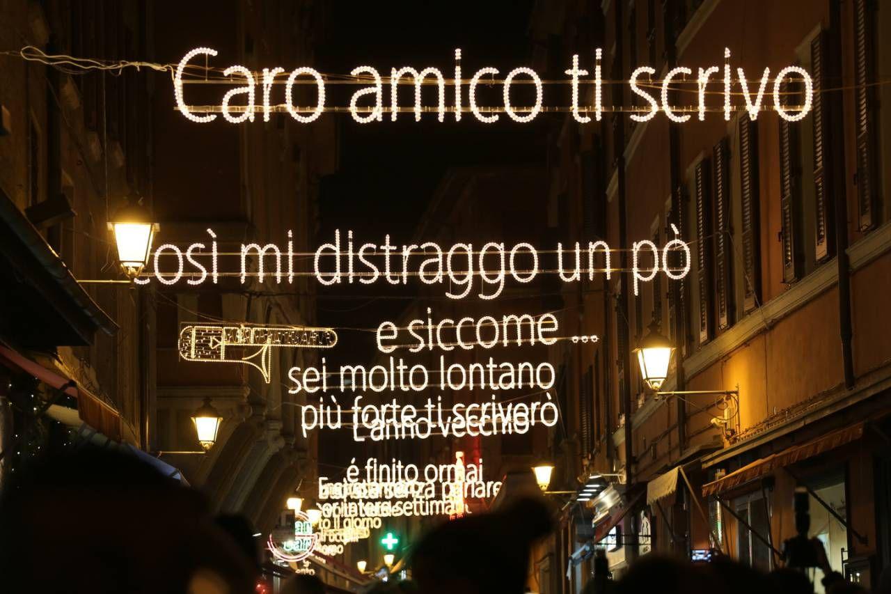 Bologna, le foto delle luminarie dedicate a Lucio Dalla