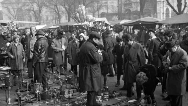 Un'immagine del mercatino negli anni sessanta