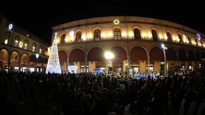Imola, accesi l'albero di Natale e le luminarie (Foto Isolapress)