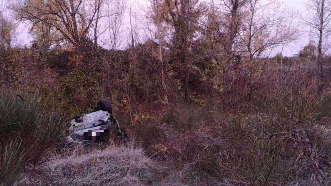 L'auto condotta dal 25enne è finita in un dirupo