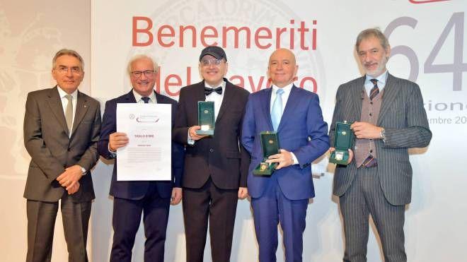I vertici della Camera di Commercio con i Benemeriti del lavoro Poggi, Piccinini e Cazzani