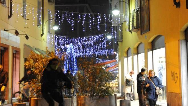 Arriva la luce nelle strade del quartiere