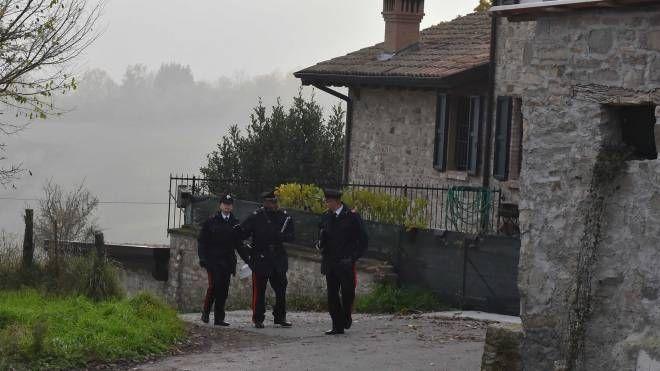 I carabinieri sul posto (foto Artioli)