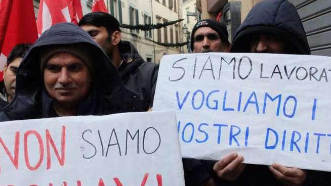 Si Cobas ieri mattina ha manifestato davanti alla Prefettura per i lavoratori del Panificio Toscano